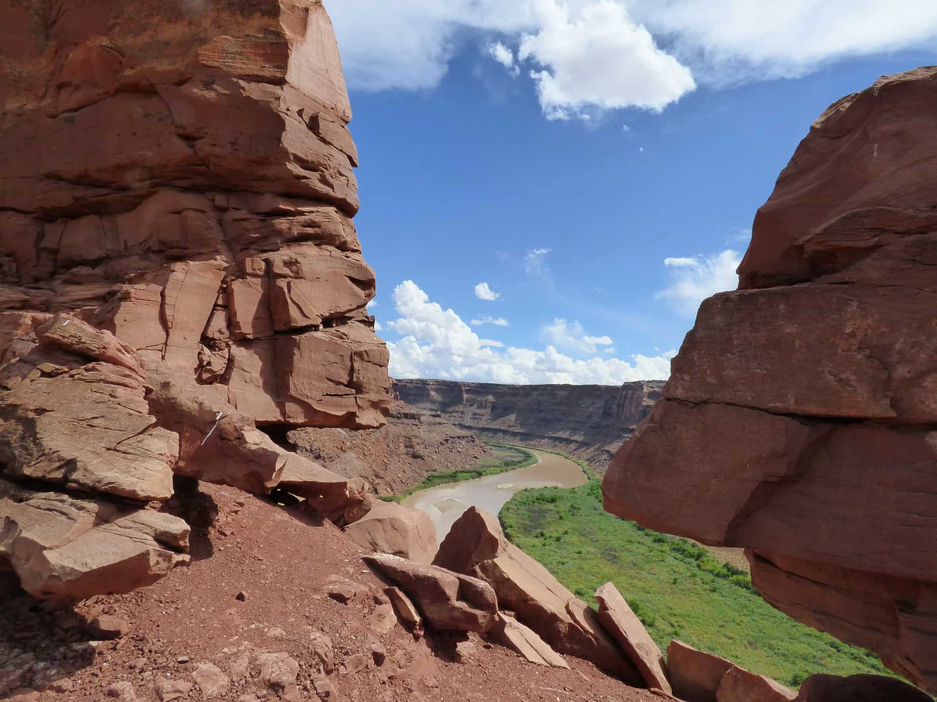 Looking down to the Green River from high above on the canyon wall.